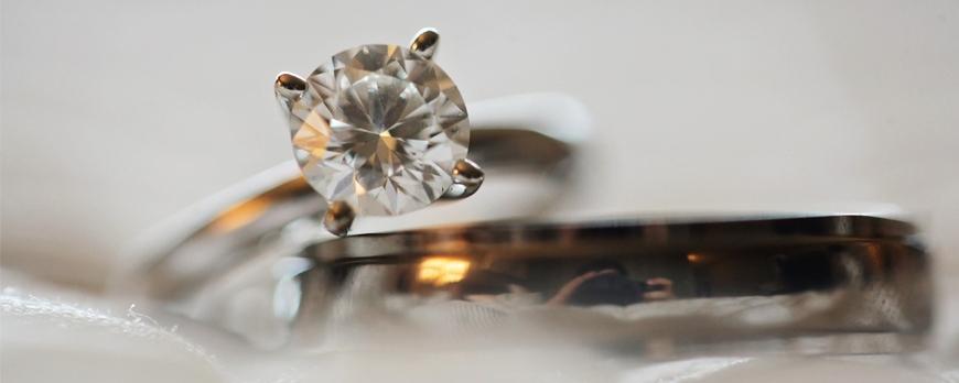 En qué deberías fijarte al comprar joyas con piedras preciosas